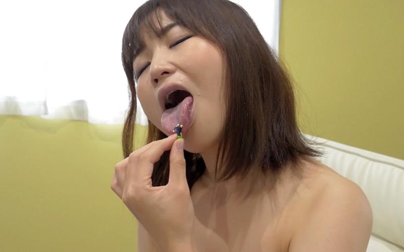 舌ベロフェチ 〜唾に小人が溺れるフェチ動画〜 桃井杏南