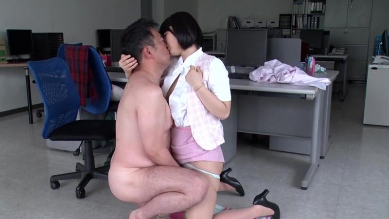 中年オヤジとオフィスレディ 浅田結梨
