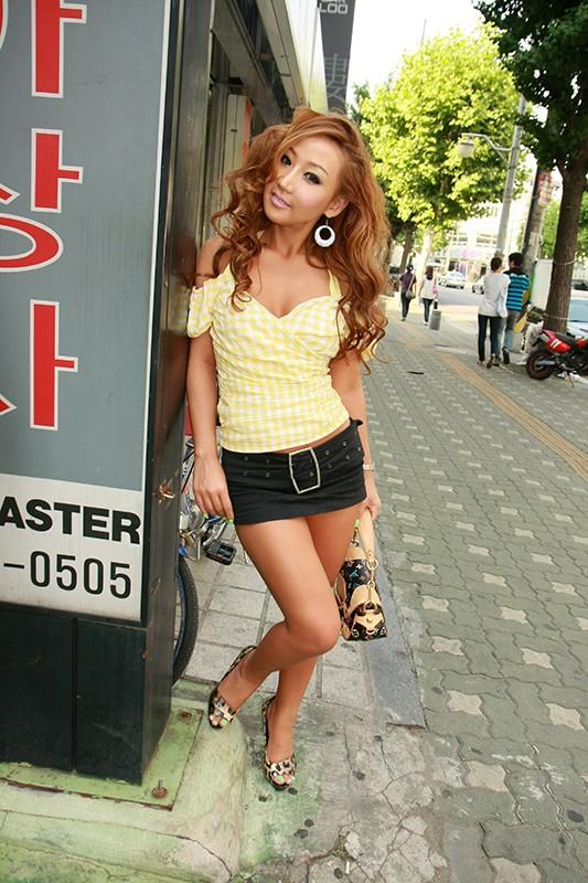 韓国で見つけた派手系黒ギャル彼女を、日本人チ○ポで服従させてみた!日焼けした褐色の肌をたっぷりのザーメンで汚す!1
