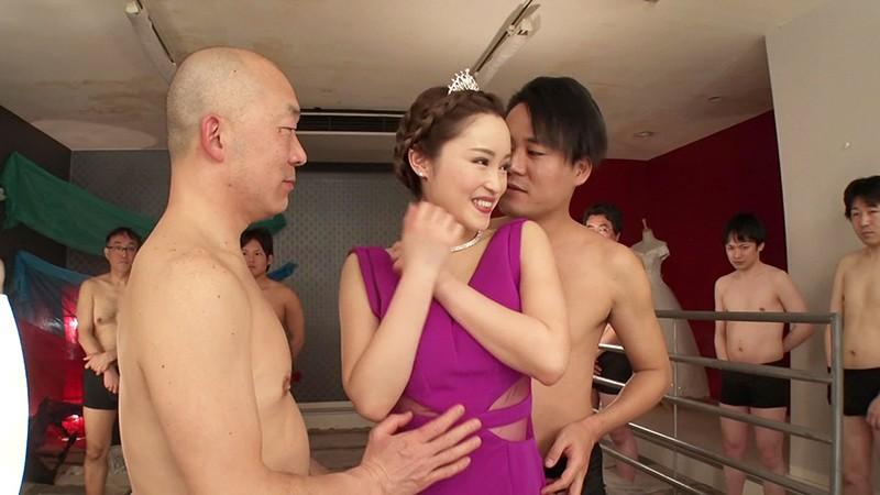 男優にハメられながら精子をブッカケられて絶叫しまくる淫乱女がヤバ過ぎますぅ〜!!! 桐嶋りの 1枚目
