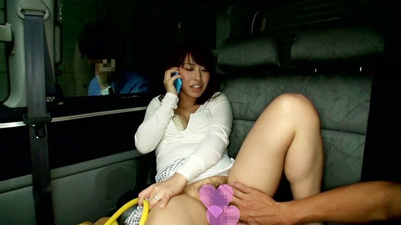 買い物途中のヤリマン妻を旦那と引き離して車中で性交してしまいましたぁ~! ...のサンプル画像