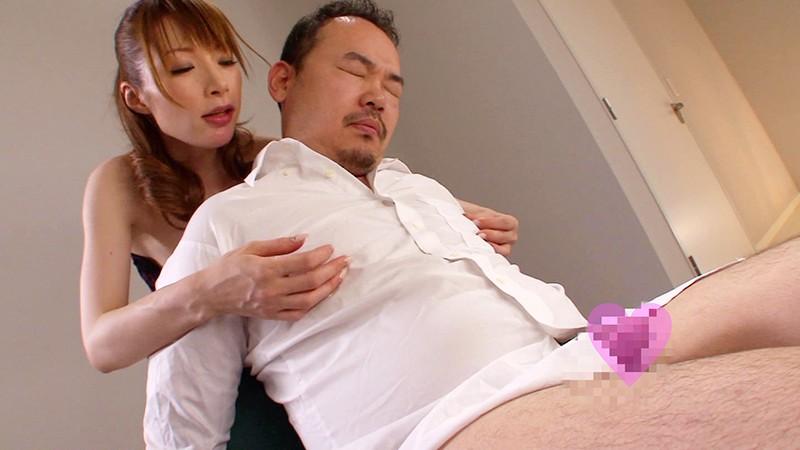 拘束されて身動きできないボク。そこへ美痴女が乳首をイジメるものだから、陰茎が恥ずかしいほど勃起してしまい、指先とオマ●コで精液を二度搾り取られました