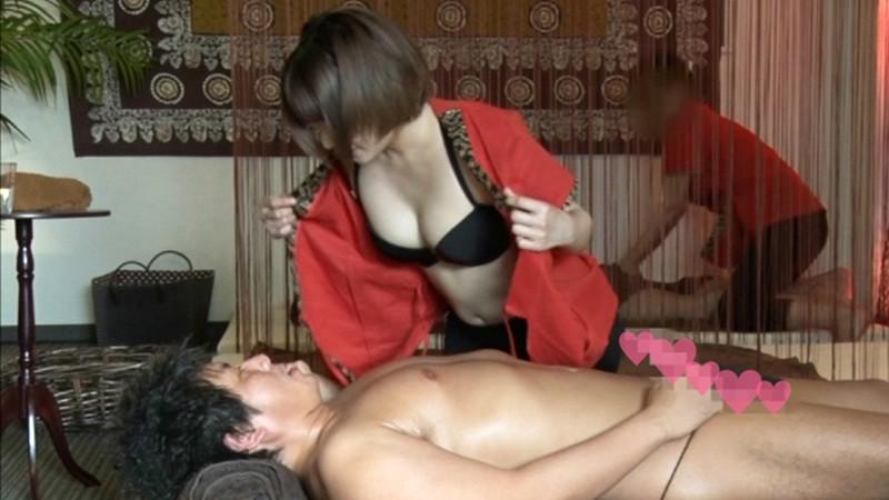 マッサージサロンのお姉さんが他のお客がいるにもかかわらず誘惑してきて、まさかの乳首舐めさせてくれたり、フェラしてくれたり、SEXまでさせてくれました! 麻里梨夏 1枚目
