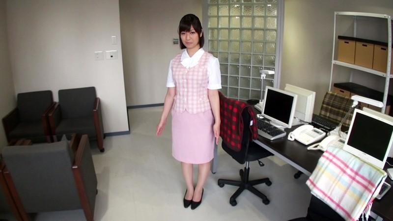 脱いだらスゴイ美人OLと人気のないオフィスで制服きたままオフィスラブしてハメ倒しましたぁ!! 尾上若葉