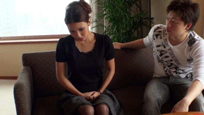イヤがる女を苛めて抱きまくってイヤがらない好きモノ牝犬に仕立てていきます…。 友田彩也香
