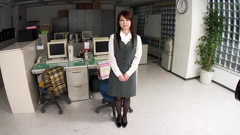 控え目な社員さんだけどイケメン同僚との社内セックスで股を広げてアヘアへですぅ〜! 結月小春 1枚目