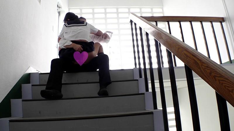 掃除中の女子校生と校舎の死角でドキドキしながらセックスして精液ブチ撒いてやりましたぁ〜! 加賀美まり キャプチャー画像 9枚目