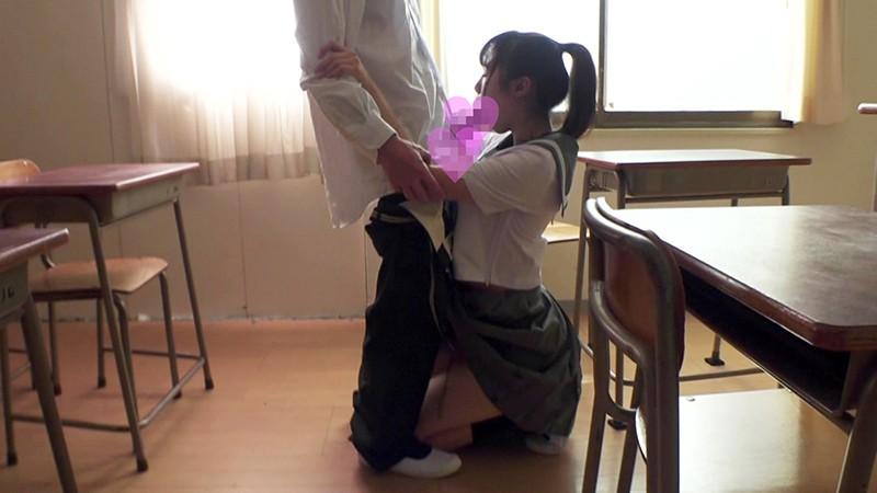 セーラー服美少女と放課後の教室でこっそり性交。クンニではしきりに羞恥するも、極太をハメてやるとすぐに悶絶4