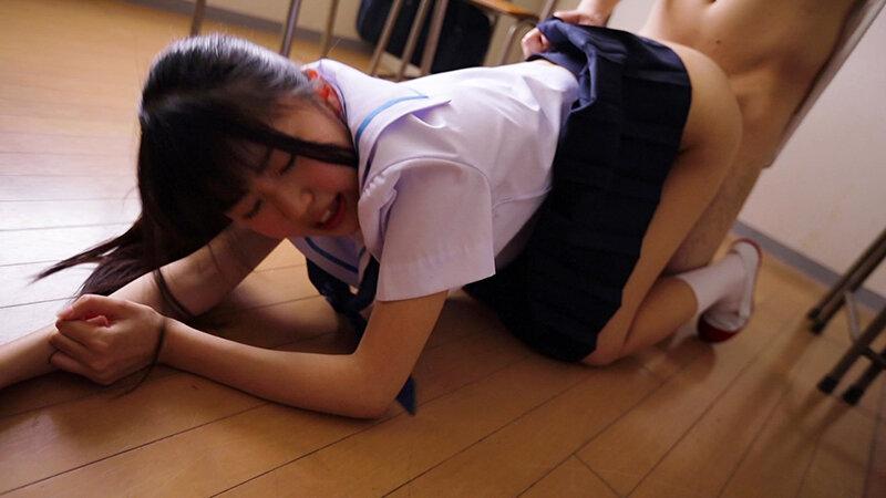 放課後の薄暗い教室で制服美少女とこっそり…校内性交 画像8