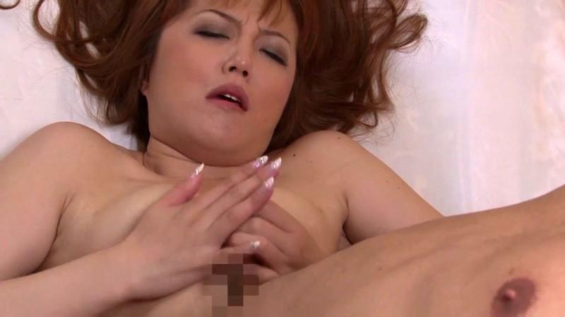 隣の奥さんは爆乳で熟女で床上手 沢口みき アナル見せ恥ずかし編