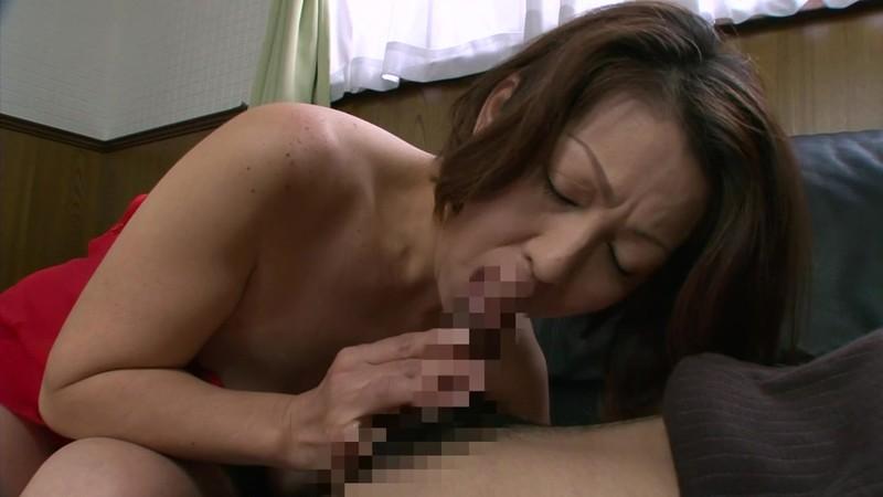 一つ屋根の下の性交 俺の友達を受け入れる母 岡崎花江