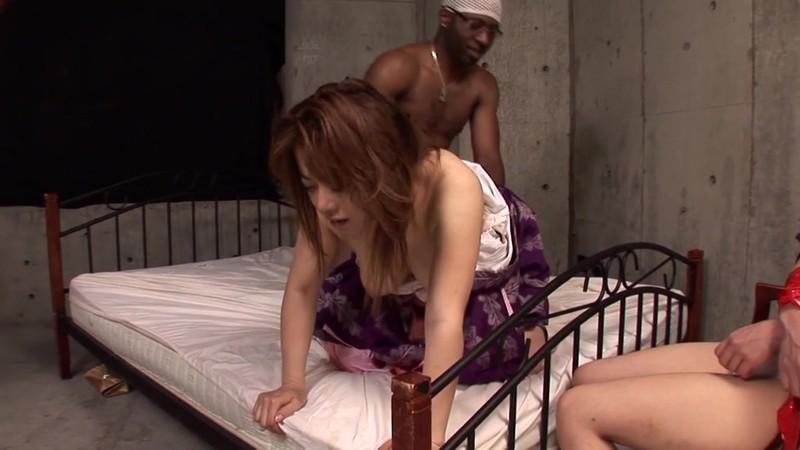 黒人の巨大なモノに耐えて 娘の前でやられる母 望月加奈