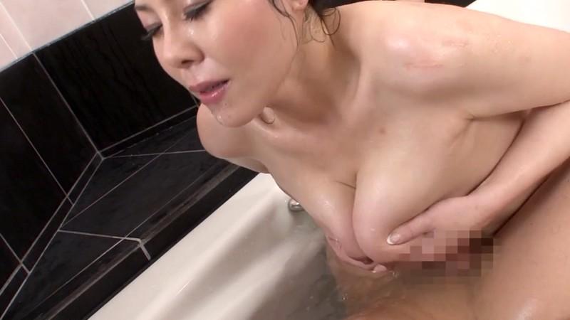 隣の奥さんは水着で巨乳で床上手 三咲恭子 フェラ&パイズリ編 画像10