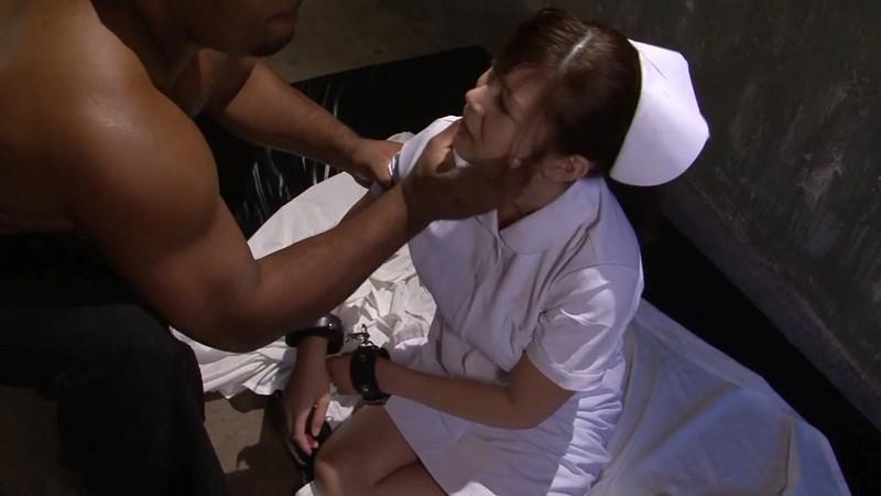 黒人の巨マラに冒され感じる巨乳看護師 長沢小雪 鼻水垂らしてイラマチオ編