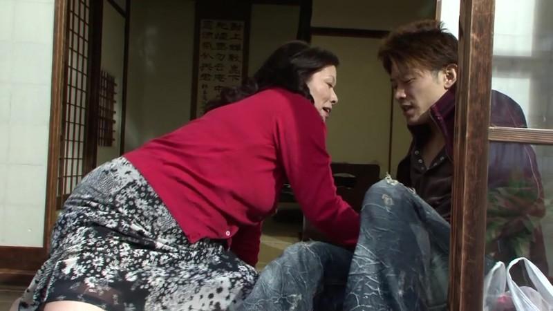 熟女のフェラ 岩崎千鶴51歳 画像4