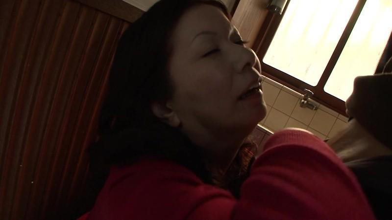 熟女のフェラ 岩崎千鶴51歳 画像5