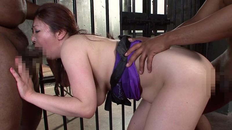黒人のチ○コを欲しがる美熟女 紫彩乃 お漏らしから中出し3発編 画像4