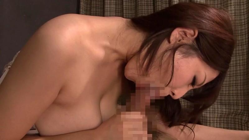 嫁と義父のSM的な性活 小出遥 義父に覗かれる嫁のフェラ編