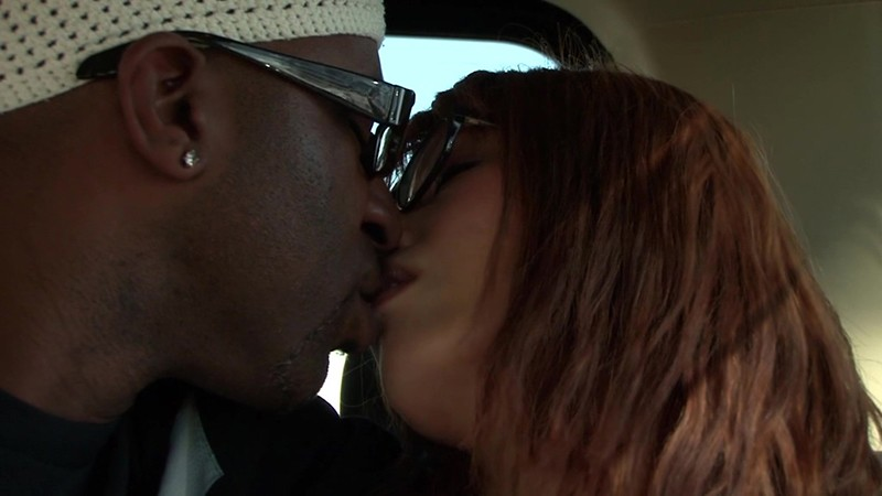 黒人が素人人妻をナンパしてSEXする映像 奈緒子さん29歳 画像1