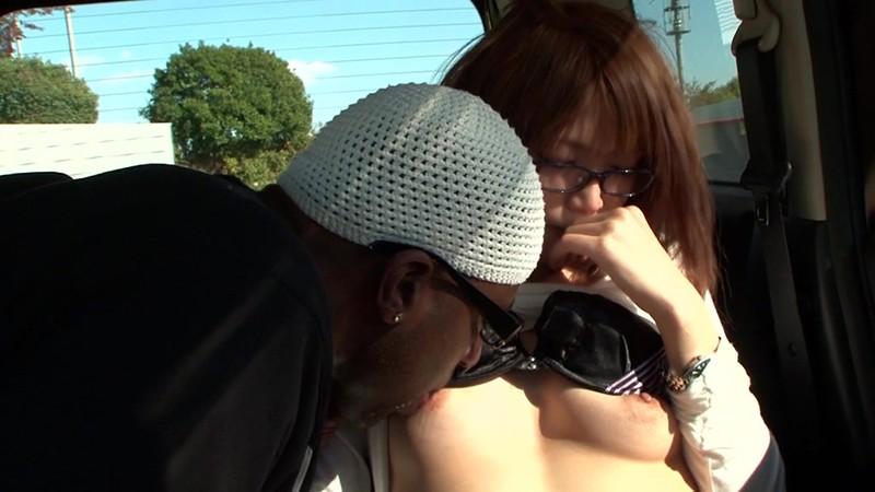 黒人が素人人妻をナンパしてSEXする映像 奈緒子さん29歳 画像2
