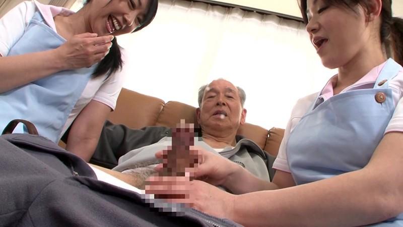 熟女ヘルパーのおじいちゃん遊び 手コキとフェラでまだまだ発射させます! 画像1
