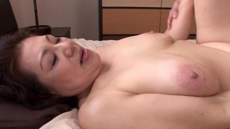 母の汗ばむ肉体に欲情した俺 富岡亜澄62歳14