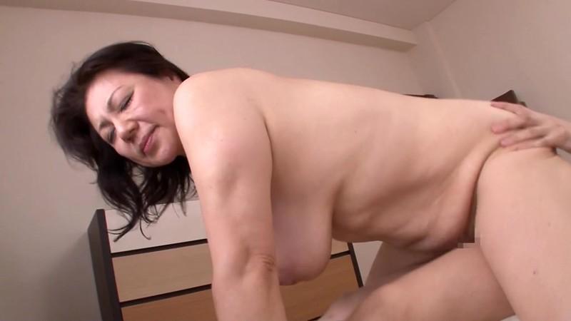 母の汗ばむ肉体に欲情した俺 富岡亜澄62歳18