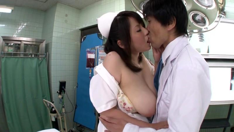 豊満爆乳熟女看護師 青木りん28歳 画像2