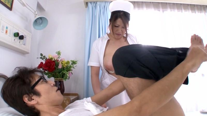 熟女のフェラと手コキ ナース編 白鳥寿美礼34歳 画像7