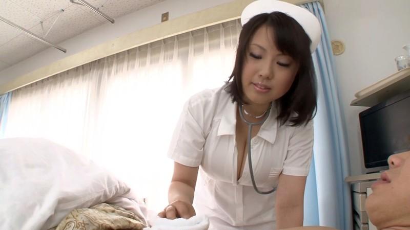 熟女のフェラと手コキ ナース編 青木りん28歳 画像1