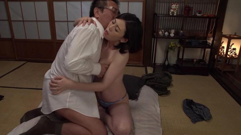 夫の部下に抱かれて悶える巨乳妻 竹内梨恵 夫も交わる中出し編