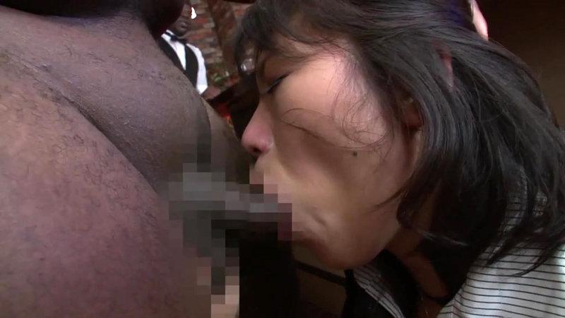 黒人デカマラ VS. 超巨乳美人熟女 高島恭子 フェラ3P編 画像15