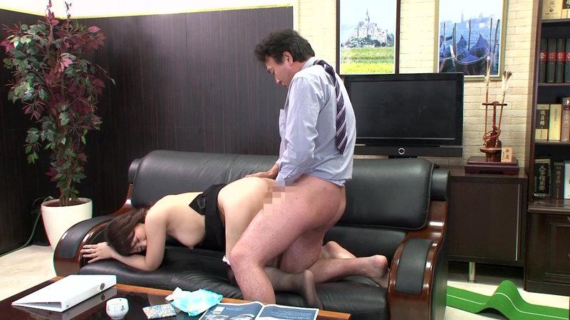 挿せ頃OLはオフィスでヌルヌル何処でも挿入可能! 34歳OLは社長室で座位編 画像14