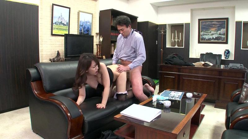 挿せ頃OLはオフィスでヌルヌル何処でも挿入可能! 34歳OLは社長室で座位編 画像15