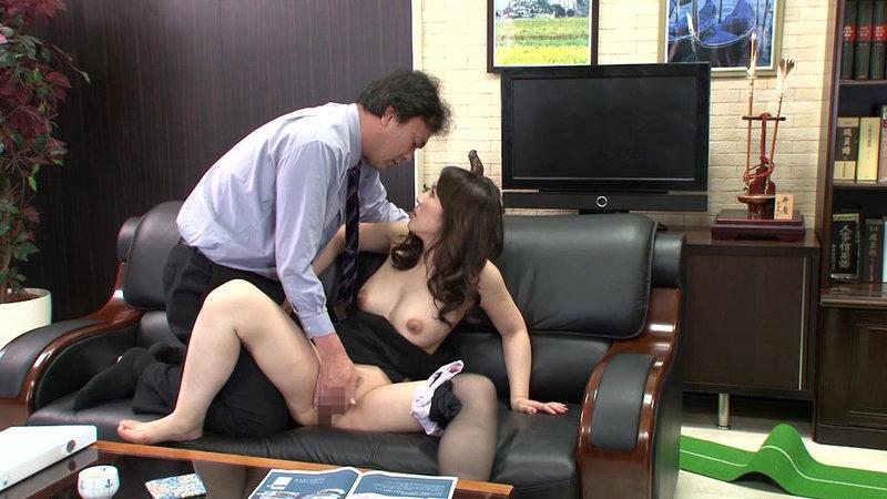 挿せ頃OLはオフィスでヌルヌル何処でも挿入可能! 34歳OLは社長室で座位編 画像7
