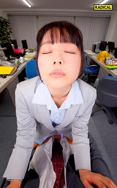 【VR】超接近!覆いかぶさり寝バックVR 寝落ちした僕が絶倫と知らず咥えて...のサンプル画像