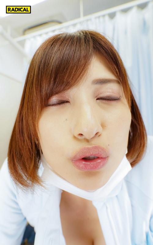 【VR】大きな胸を顔に押しつけてくる歯科衛生士のデカ乳をねっとり鷲掴みしたら吐息を漏らし感じまくった 若宮はずき 画像10