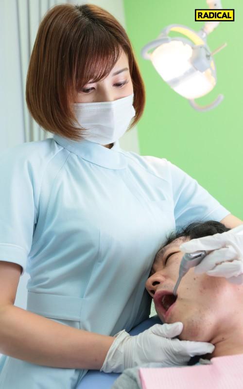 【VR】大きな胸を顔に押しつけてくる歯科衛生士のデカ乳をねっとり鷲掴みしたら吐息を漏らし感じまくった 若宮はずき 画像3