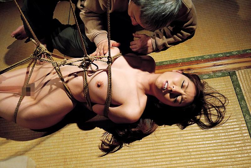 緊縛調教される嫁 過激な縄遊戯 喰い込む麻縄と蝋燭の刺激に悶え悦ぶ淫靡な肉体 10名収録 240分11