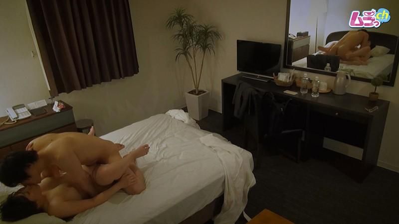 ホテル盗撮 意識していなかった同僚男と男女関係に…凄いペニスとテクニックの虜になってしまう女 画像16