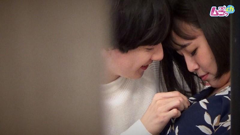 カップル盗撮 色気ムンムンの女が年下彼氏のウブな反応にS心掻き立てられ腰振りSEX 画像5