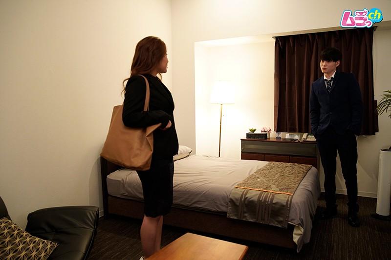 上司と部下がダブルベッド1つのホテルで、AVを見てしまったら…-1 イケメンAV男優動画/エロ画像