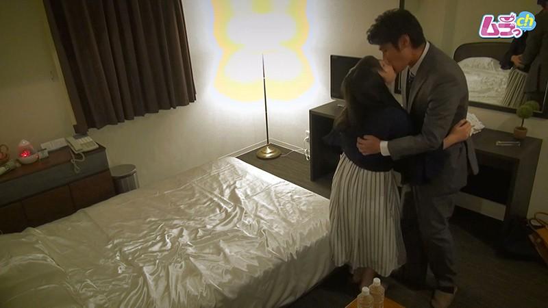 ホテル盗撮 元恋人同士の二人が、仕事を抜け出し/夫に隠れて昼間から貪りあうW不倫セックス 画像1