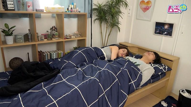 カップル盗撮 性欲の強い彼女が朝から積極的に求め腰振る寝起きセックス 画像1