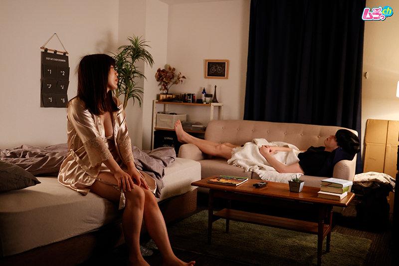 息子の勃起チ○ポに欲情したセックスレスの義母が生唾ごっくんしながら息子にしゃぶりつく禁断の夜 キャプチャー画像 4枚目
