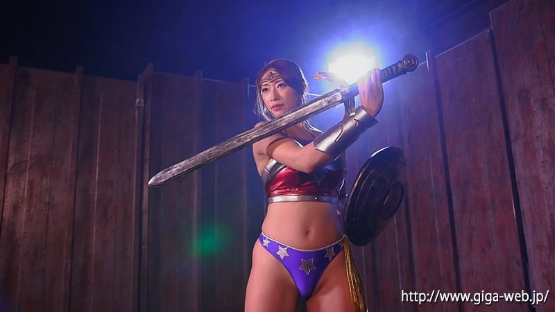 WONDER LADY 最強女戦士、圧倒...