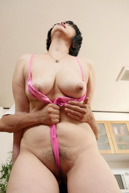 爆乳・巨尻嬲りな豊満母さん 八木美智香