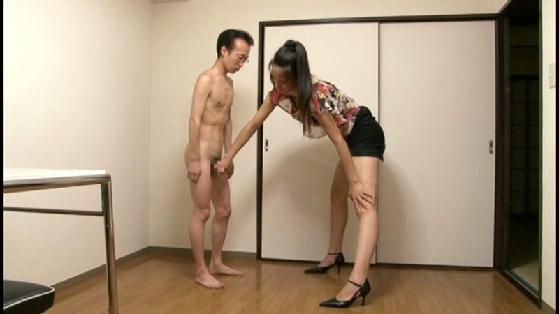内田真由が短小チ○ポを手コキ