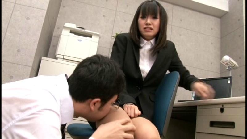 就職活動中のリクルートスーツを着た女子大生の蒸れたストッキング 画像2
