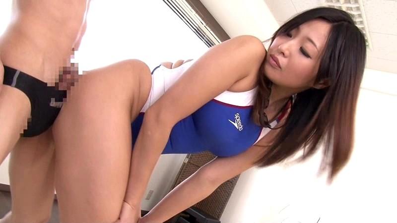 【山本美和子】スク水姿の痴女お姉さん、山本美和子の足コキプレイエロ動画!エロい乳してます!